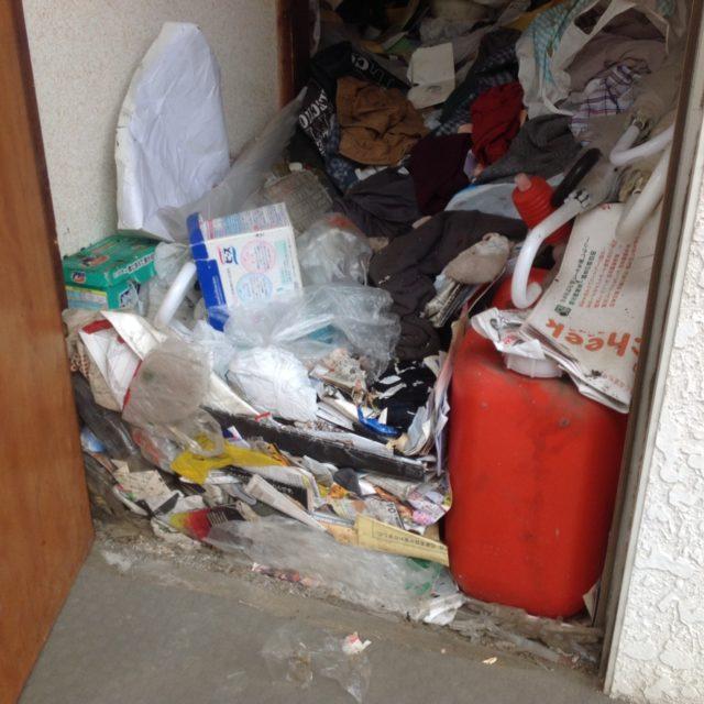 ゴミ屋敷玄関